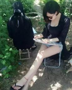 爱画画的姑娘,身材都比较好,对吗?