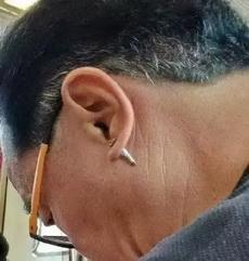 这个年纪的男人有耳洞的这大爷当年也是硬核潮人啊