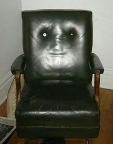 一把总想搞事情的椅子