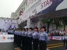 哈尔滨国际马拉松!防撞墙!