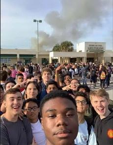 學校發生火災同學們痛苦笑出聲