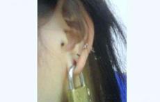美女超雷的另类耳环
