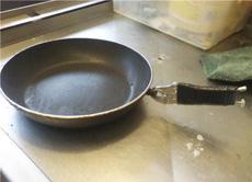 煎锅手柄掉了