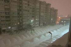 据说有个地方经常下雪,那里的人每天早上起床第一件事儿就是找到自己的车……