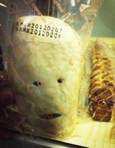 大晚上的姐们几个被面包吓倒了....面包先森你介是要成精呐....