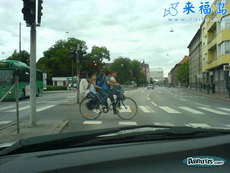 自行车可以这么骑,真想不到啊…