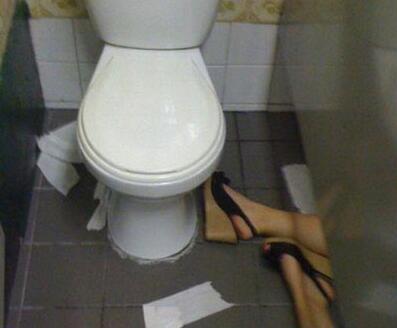 上厕所遇到这种情况怎么办[奇闻怪事]