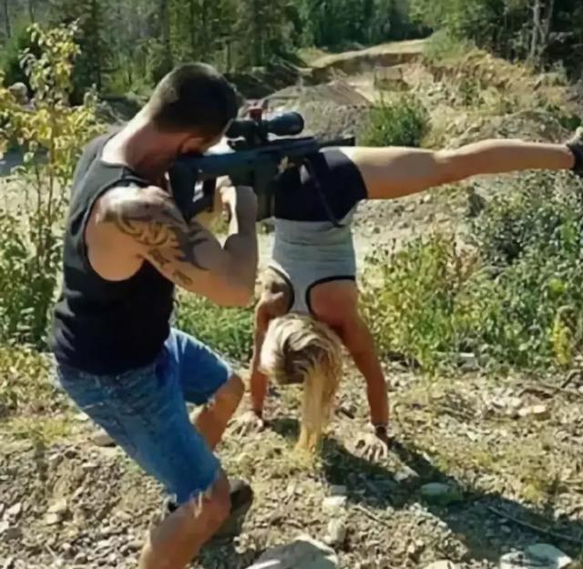 女朋友都这个姿势了你竟然还玩枪