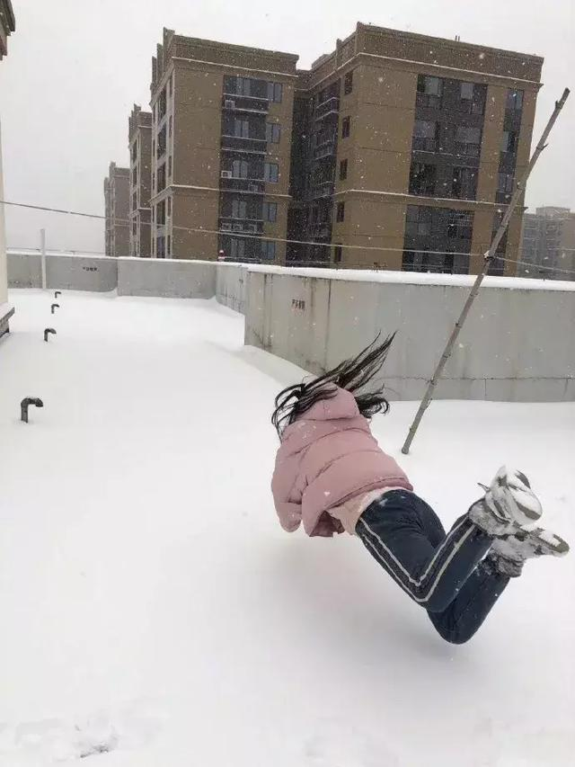 惊现雪地藏尸