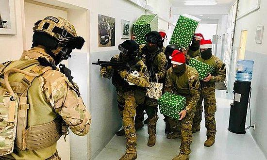 是给恐怖分子送圣诞礼物吗!