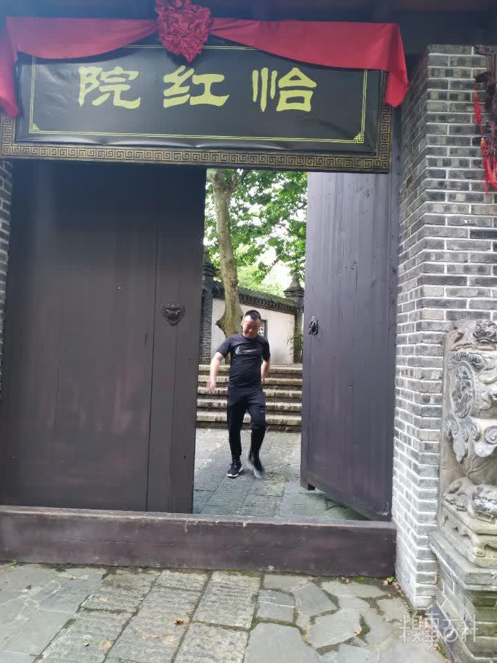 深圳地产商上演跑得快 交警称没加班费不去